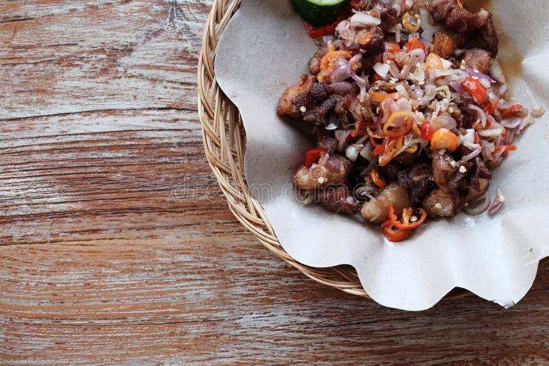 从巴厘岛猪肉sambal matah的传统食物 库存图片