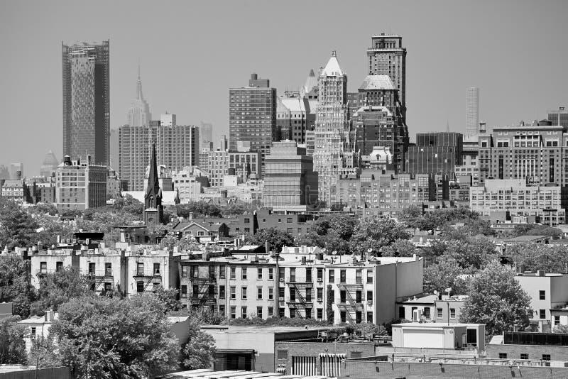 从布鲁克林邻里看见的曼哈顿,美国 免版税图库摄影