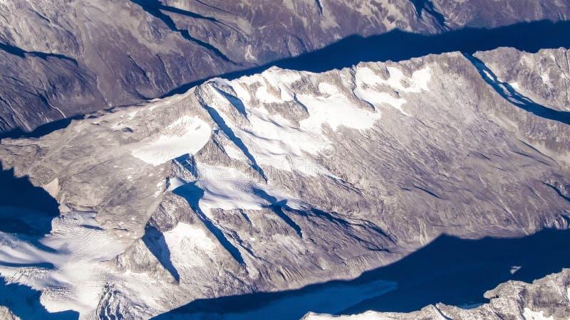 从平面窗口的阿尔卑斯 库存图片