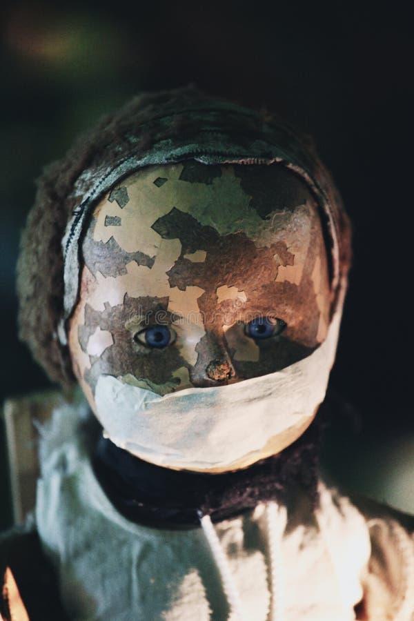 从恐怖片的可怕的玩偶 免版税库存图片