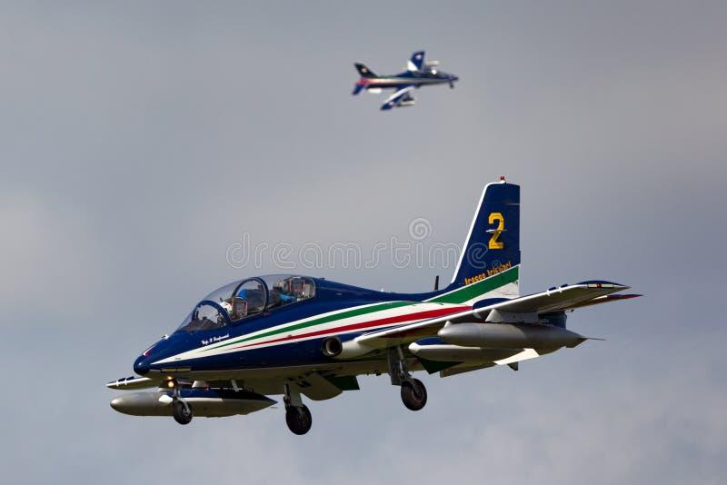 从意大利空军队Aeronautica Militare Italiana形成的Aermacchi MB-339PAN航空器显示队Frecce Tricolori 免版税图库摄影