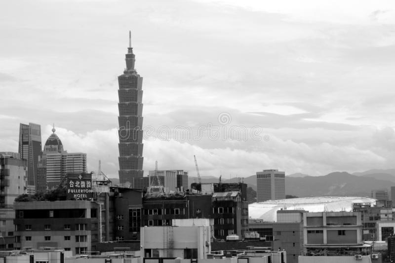 从我的屋顶上面的台北101 图库摄影