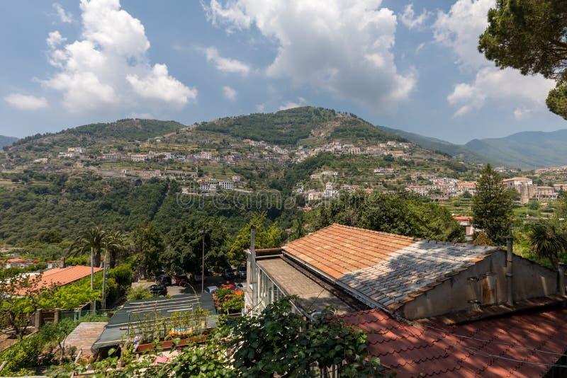 从拉韦洛的看法斯卡拉,阿马尔菲海岸意大利村庄的  免版税库存照片