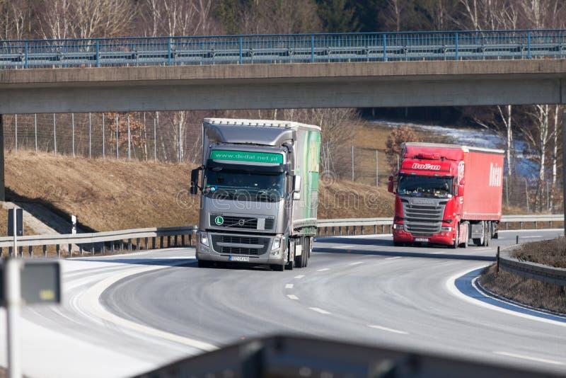 从捷克运输业者的卡车在德国机动车路驾驶 库存照片