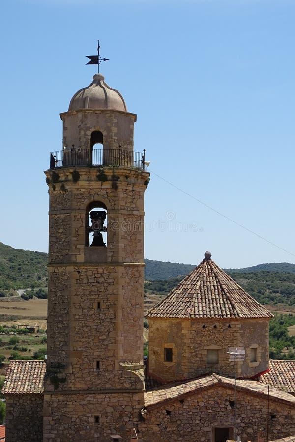 从教会的Belltower视图从巴拉格尔,卡塔龙尼亚,西班牙 库存照片