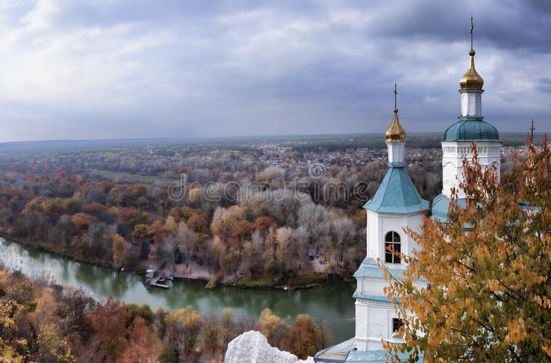 从斯维亚托戈尔斯克St的观察台的全景 免版税库存照片