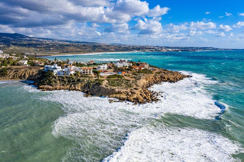 从无人机看塞浦路斯海岸和海 佩亚, 库存图片