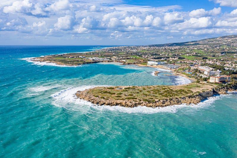 从无人机看塞浦路斯海岸和海 佩亚, 库存照片