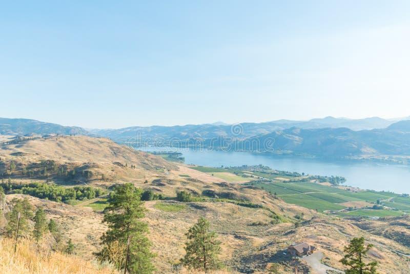 从无政府主义者山观点观看的Osoyoos湖看起来南往美国边界 免版税库存照片