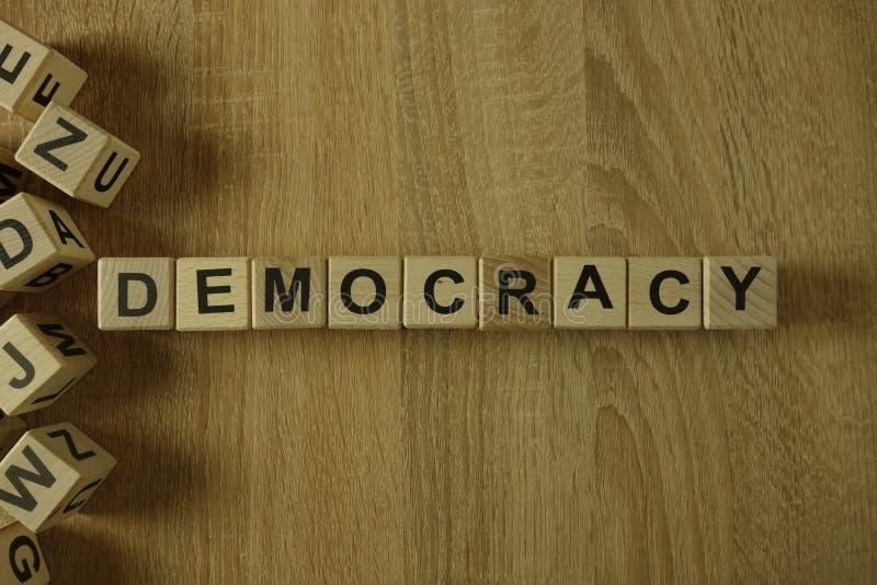 从木块的民主词 免版税图库摄影