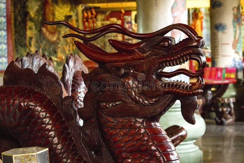 从木头雕刻的龙头 图库摄影