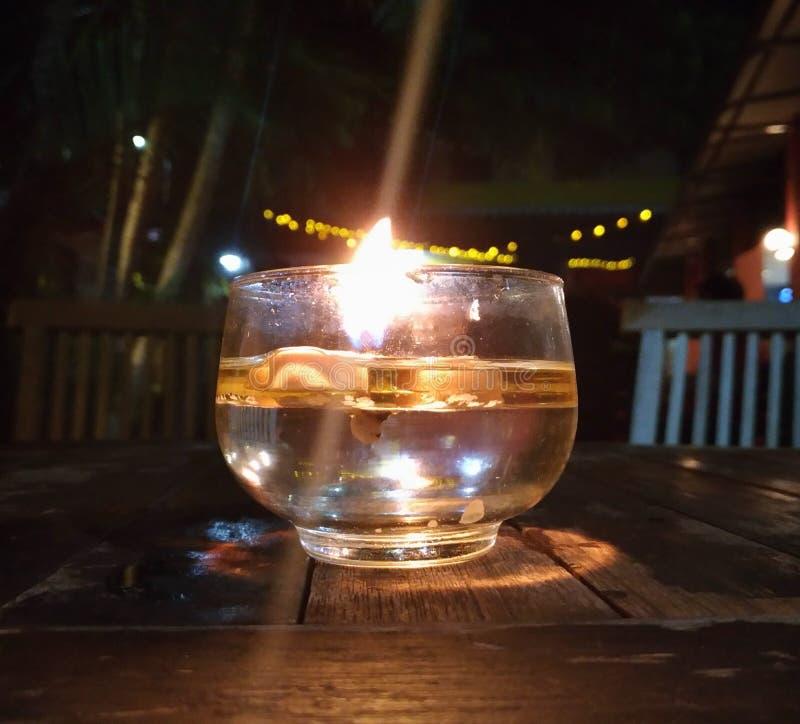 从杯子的光 库存图片