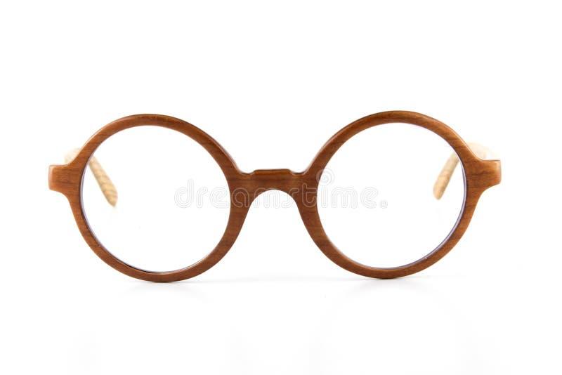 从柚木树木头的特写镜头手工制造木Eyewear在白色清楚的背景中 库存图片