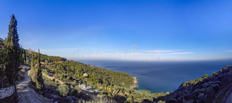 从正统修道院的全景圣山的,Agion Oros圣洁山,哈尔基季基州 免版税库存照片