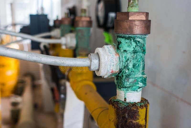 从氯腐蚀的绿色次氯酸和盐酸,减少腐蚀和侵蚀的作用与氯 免版税库存照片