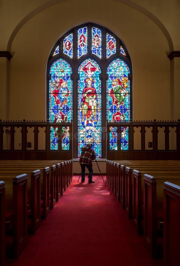 从污迹玻璃窗光摄影师的光线 免版税库存图片