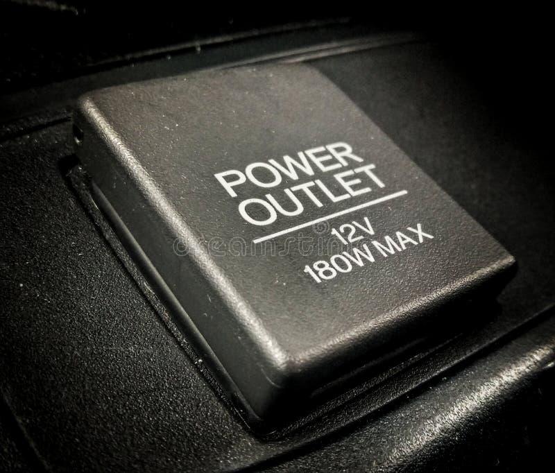 从汽车香烟打火机到12V辅助部件插口 免版税库存照片