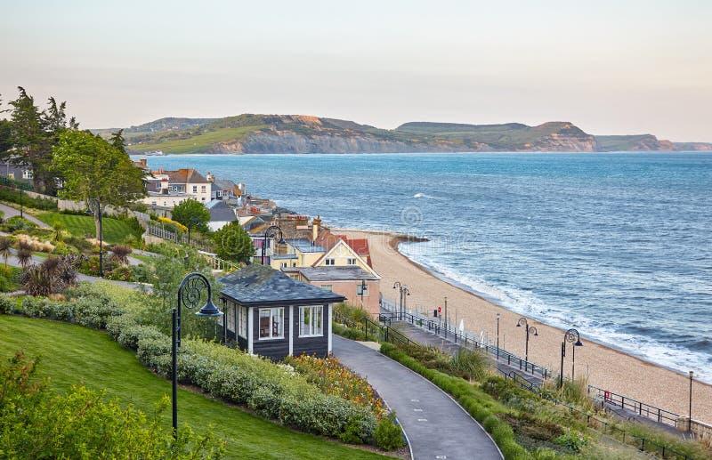 从沿海岸区庭院的美丽的景色Lyme海湾的 Lyme regis 西多塞特 英国 图库摄影