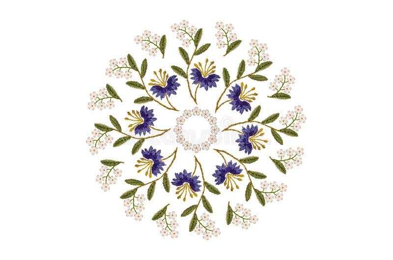 从波浪分支的刺绣卵形花饰与紫色矢车菊和白花在白色背景 向量例证