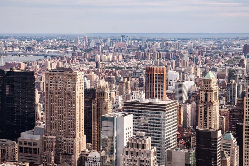从洛克菲勒中心的顶端看的纽约地平线 免版税库存照片