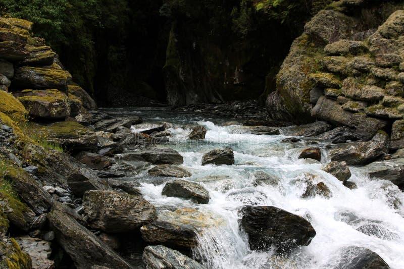 从洞的瀑布 库存照片