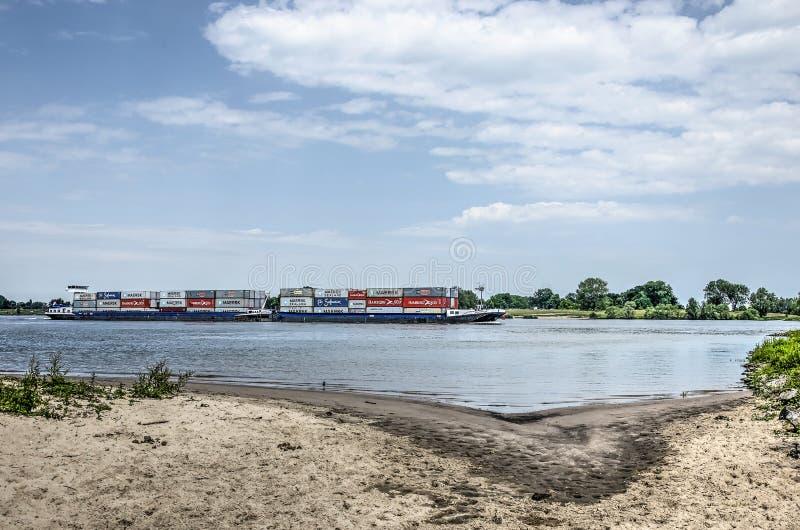 从海滩看见的货轮 库存照片