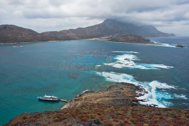 从海盗使用的一个老威尼斯式堡垒的看法在Gramvoussa海岛顶部,在克利特附近Balos海滩西北海岸  免版税图库摄影
