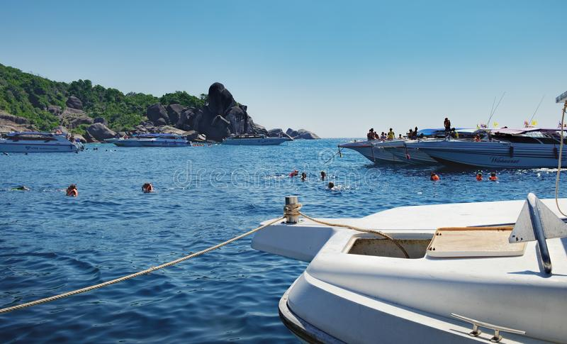 从游览小船的看法到泰国的Similan海岛 免版税库存照片