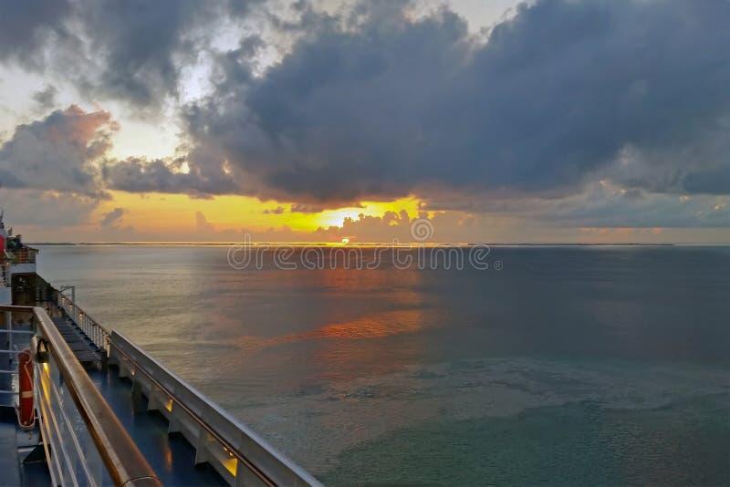 从游轮看加勒比日落 免版税库存照片