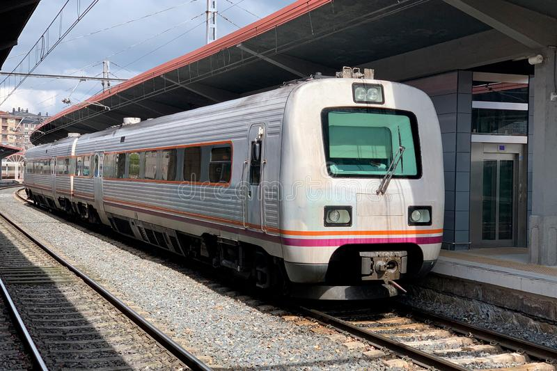 从火车站的平台的路轨 库存照片