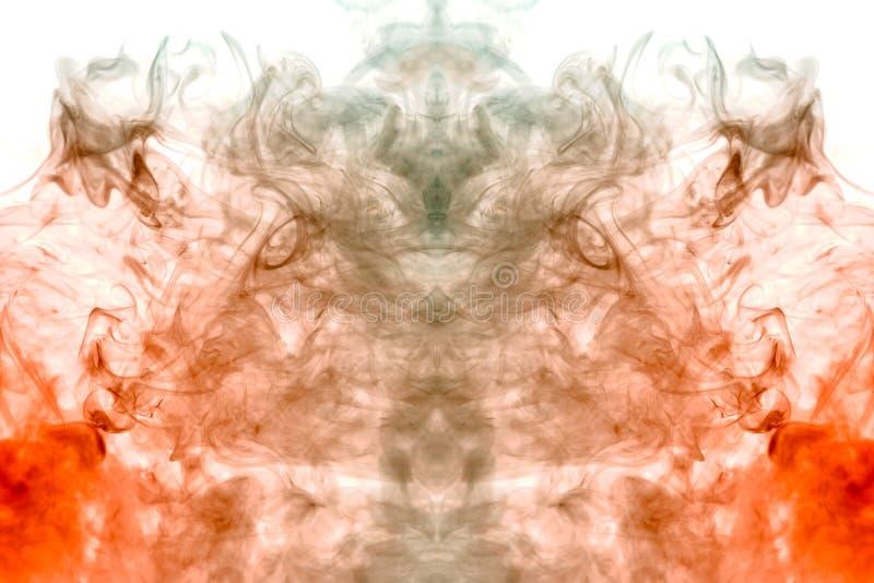 从灰色烟俱乐部的上升的火焰在描述vape的头的神秘的剪影的白色背景的 免版税图库摄影