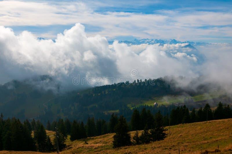 从瑞吉峰山看的瑞士阿尔卑斯山脉看法,瑞士 免版税库存图片