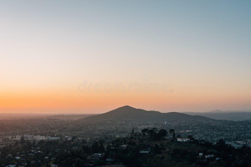 从登上螺旋的日落视图,在拉梅萨,在圣迭戈附近,加利福尼亚 库存照片