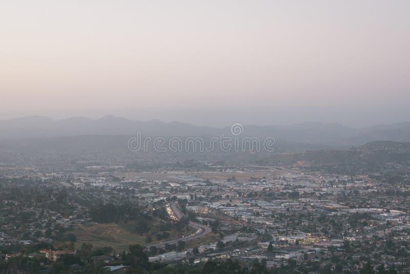 从登上螺旋的看法,在拉梅萨,在圣迭戈附近,加利福尼亚 库存照片