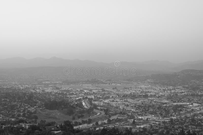 从登上螺旋的看法,在拉梅萨,在圣迭戈附近,加利福尼亚 免版税库存图片