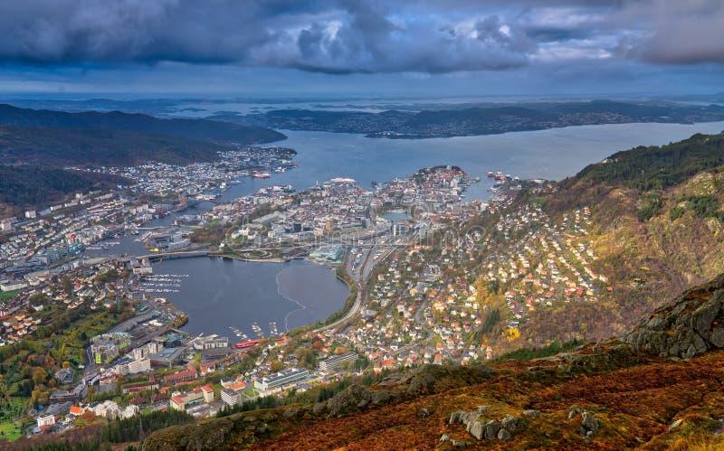 从登上Ulriken山顶看的卑尔根镇看法  库存图片