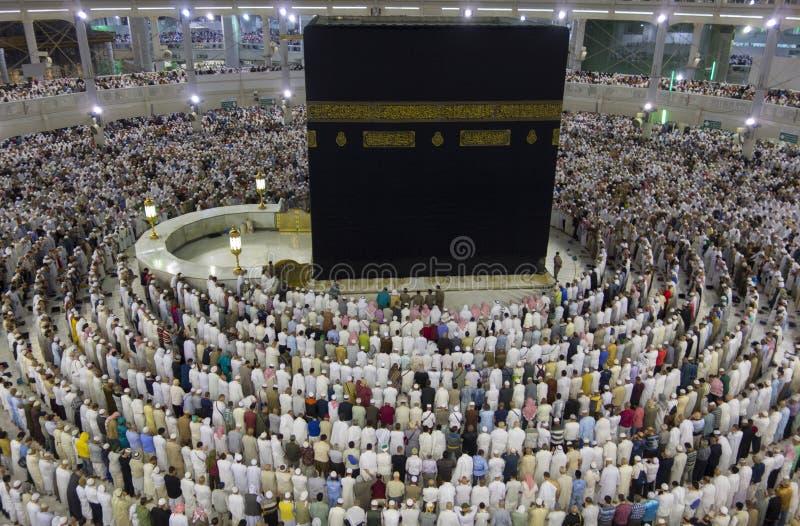 从的哈莱姆清真寺,沙特阿拉伯第三楼的看法回教香客准备好在麦加的祷告 库存照片