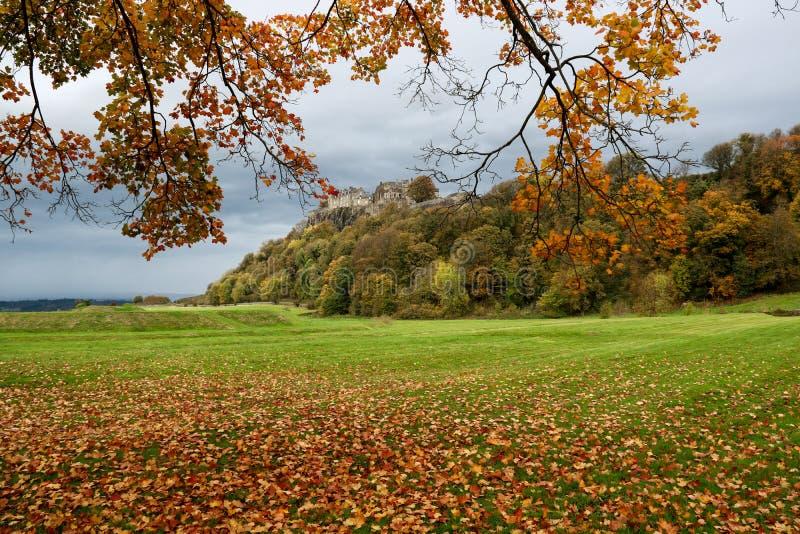 从皇家庭院的斯特灵城堡苏格兰在秋天 免版税库存图片