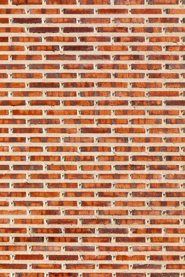 从盖瓦看见的砖墙,粗糙,在红色,黑白col 图库摄影