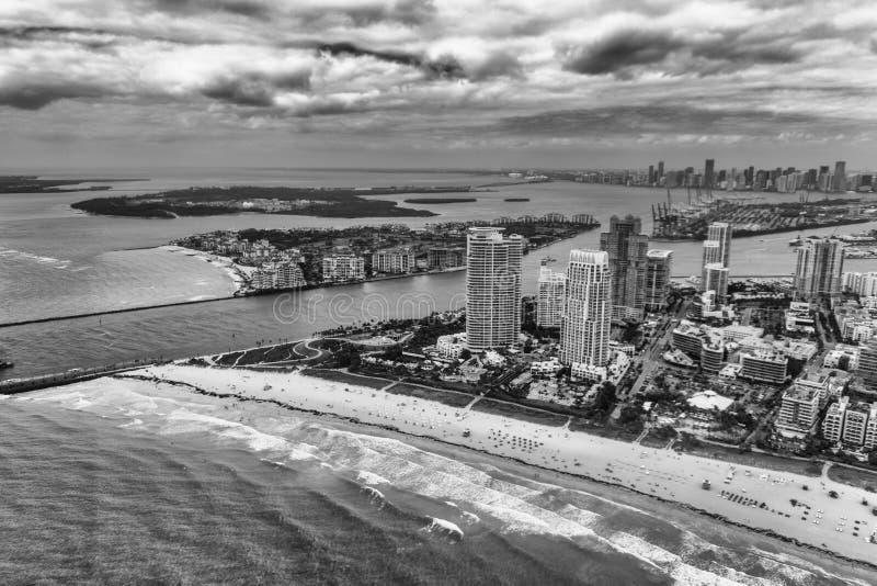 从直升机的南Pointe公园和迈阿密地平线 免版税图库摄影