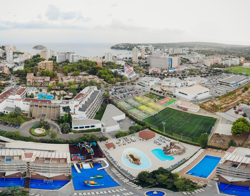 从直升机的Panotrama鸟瞰图Sants-Montjuic住宅区 巴塞罗那 库存照片