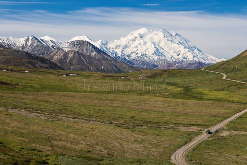 从石小山的Mt麦金莱俯视 免版税库存照片
