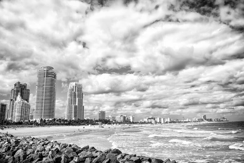 从码头的南海滩视图,迈阿密海滩在佛罗里达多数著名旅游atraction 南Pointe公园鸟瞰图和 库存照片