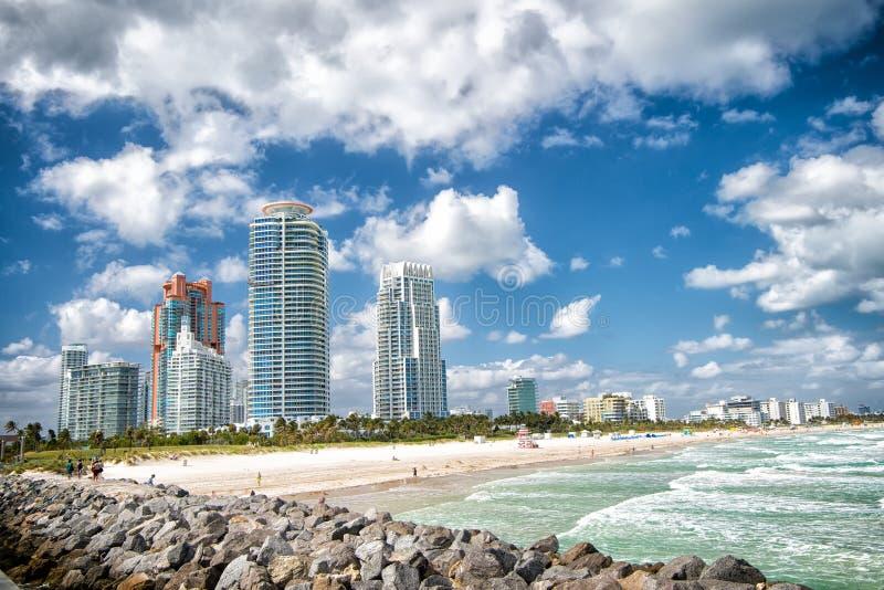 从码头的南海滩视图,迈阿密海滩在佛罗里达多数著名旅游atraction 免版税库存图片