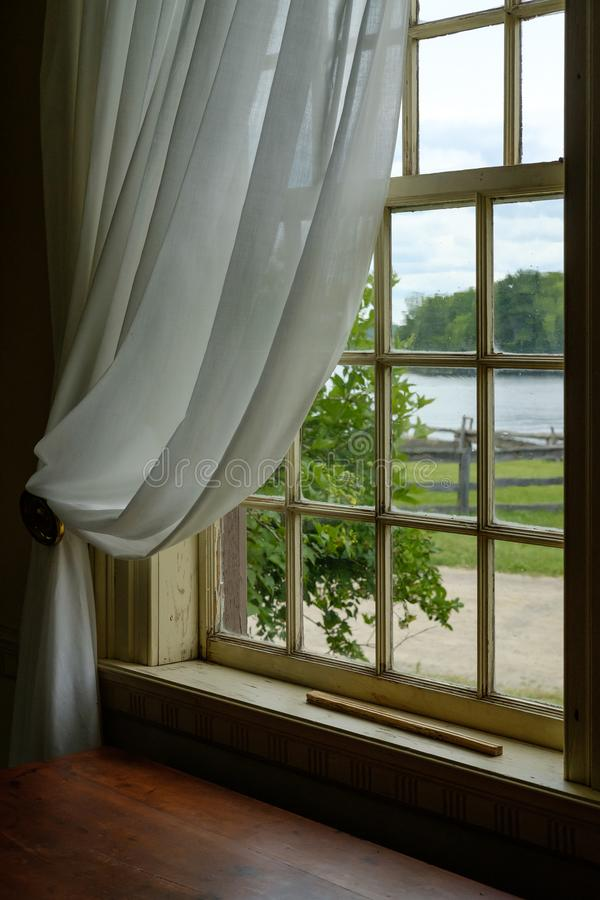 从窗口的看法在古国房子里 库存图片