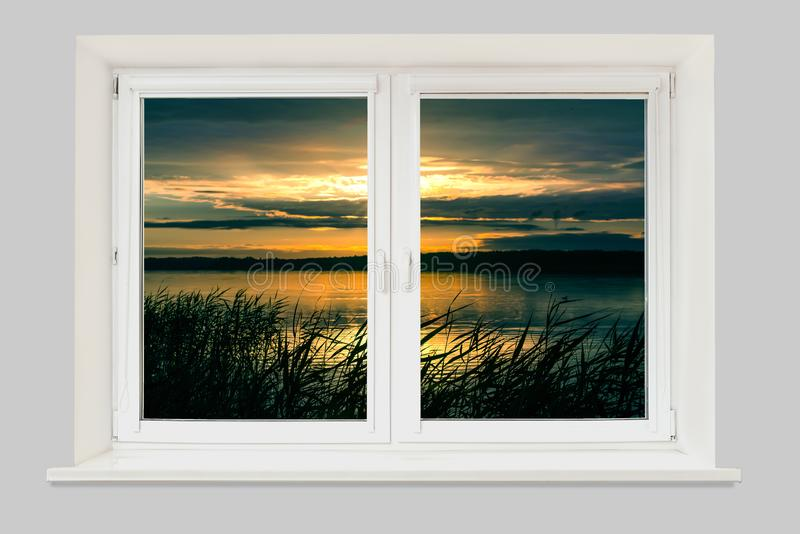 从窗口的看法在湖的日落 库存图片