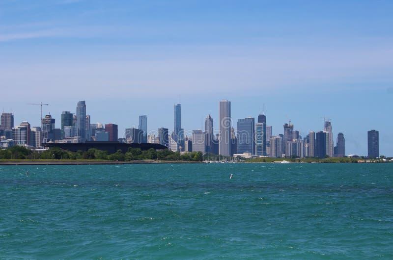 从第31个街道港口和密歇根湖看见的芝加哥地平线 免版税库存图片