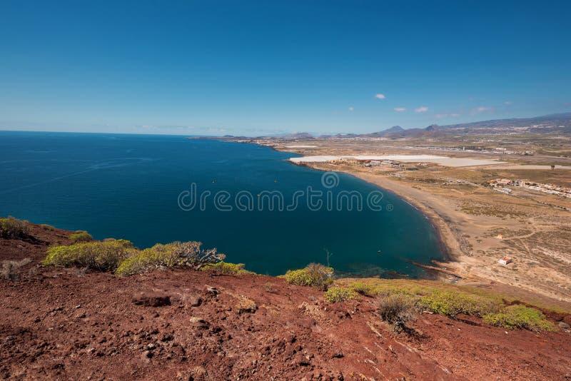 从红色山的顶端特内里费岛南海岸线视图 库存照片