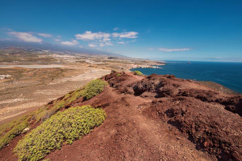 从红色山的顶端特内里费岛南海岸线视图 免版税库存照片