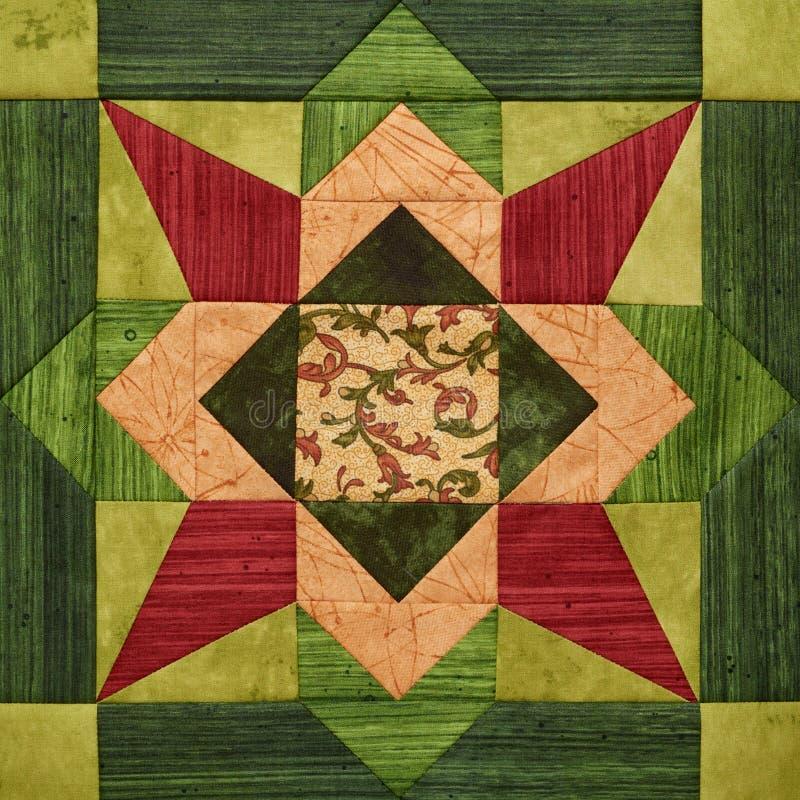 从织品片断的明亮的橙色绿的几何补缀品块,被子细节  库存图片
